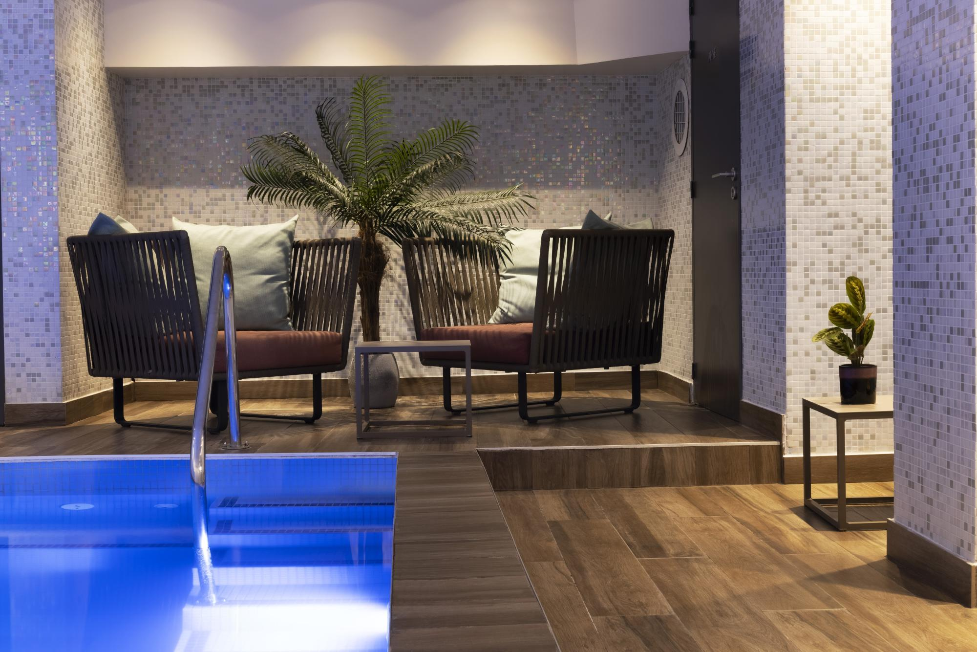 Hotel Les Matins de Paris Spa Pool
