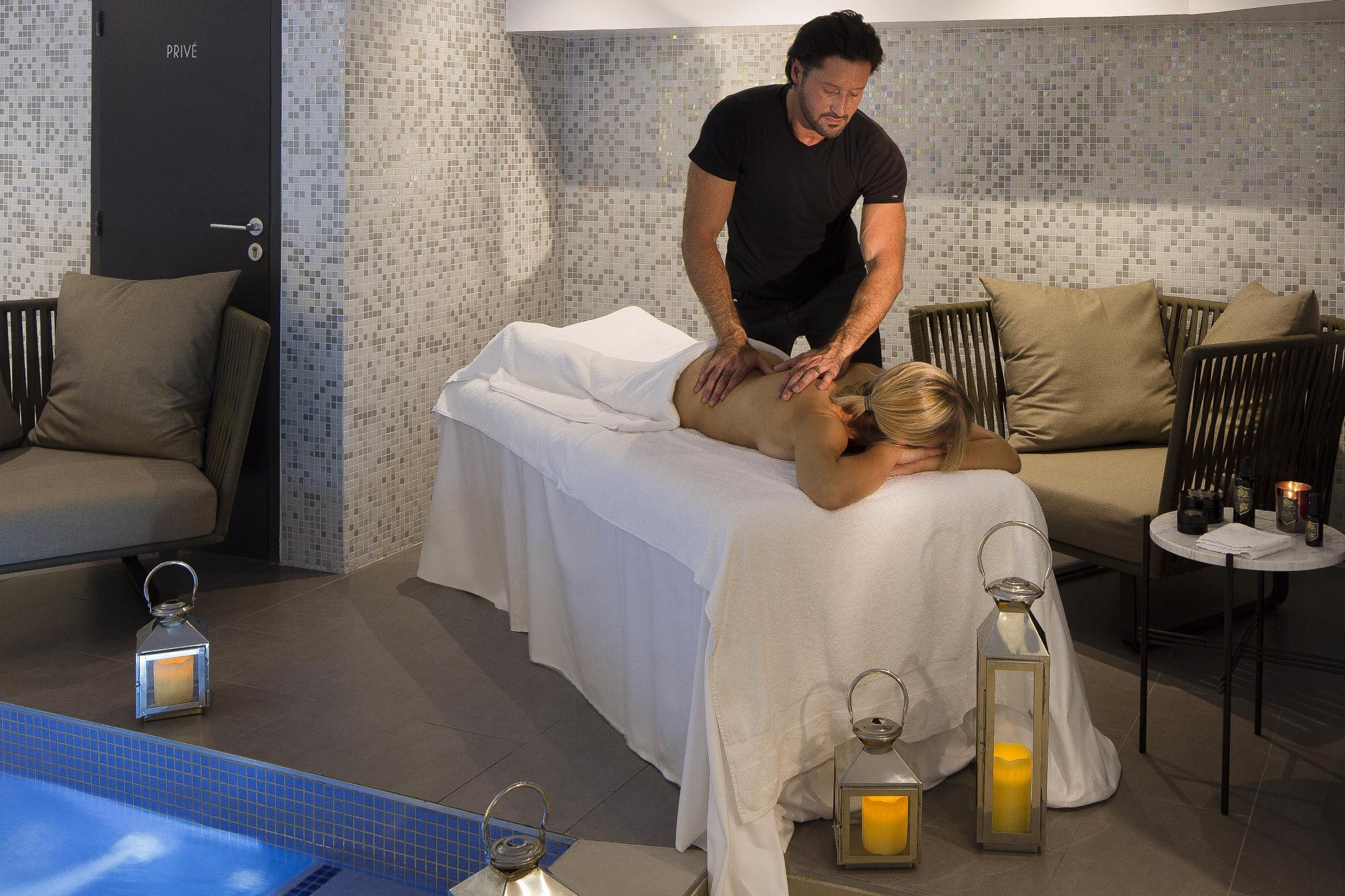 Hotel Les Matins de Paris Spa Pool Massage