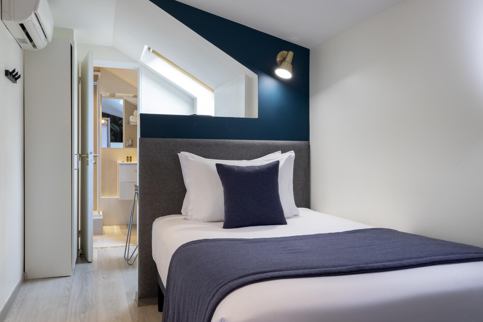 Hotel Brady Single Room