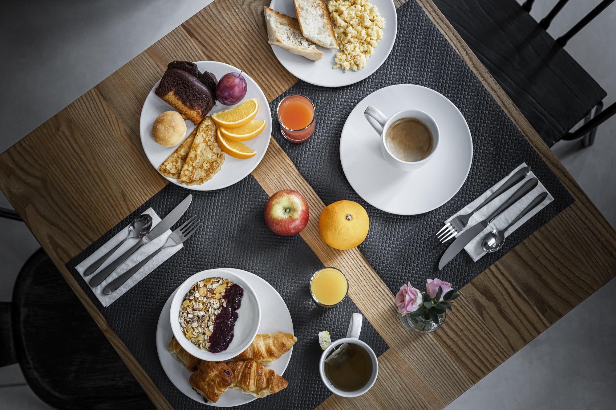9 hotel Bastille-Lyon Paris 12 petit dejeuner buffet