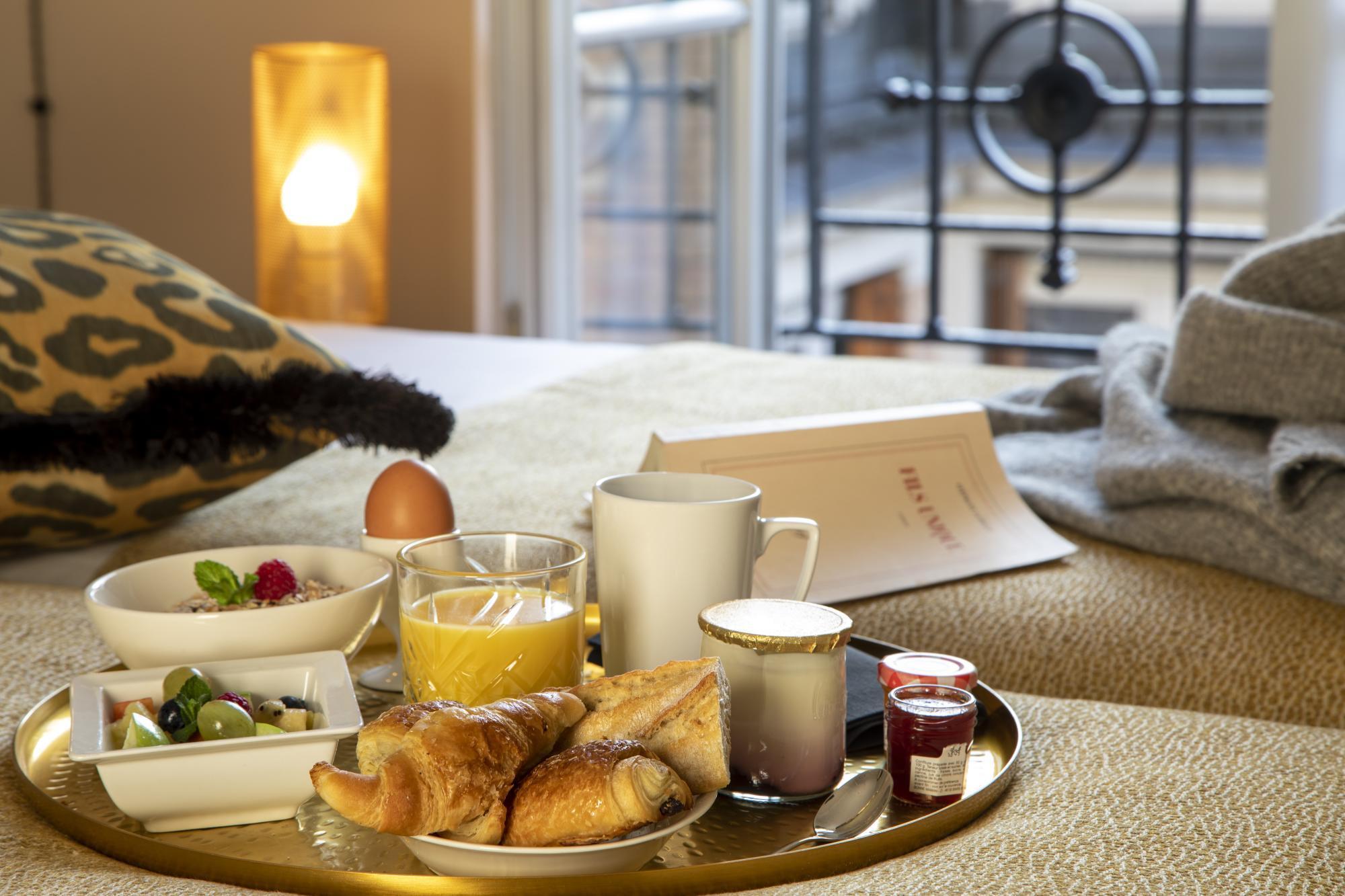 Grand Hotel Chicago Breakfast