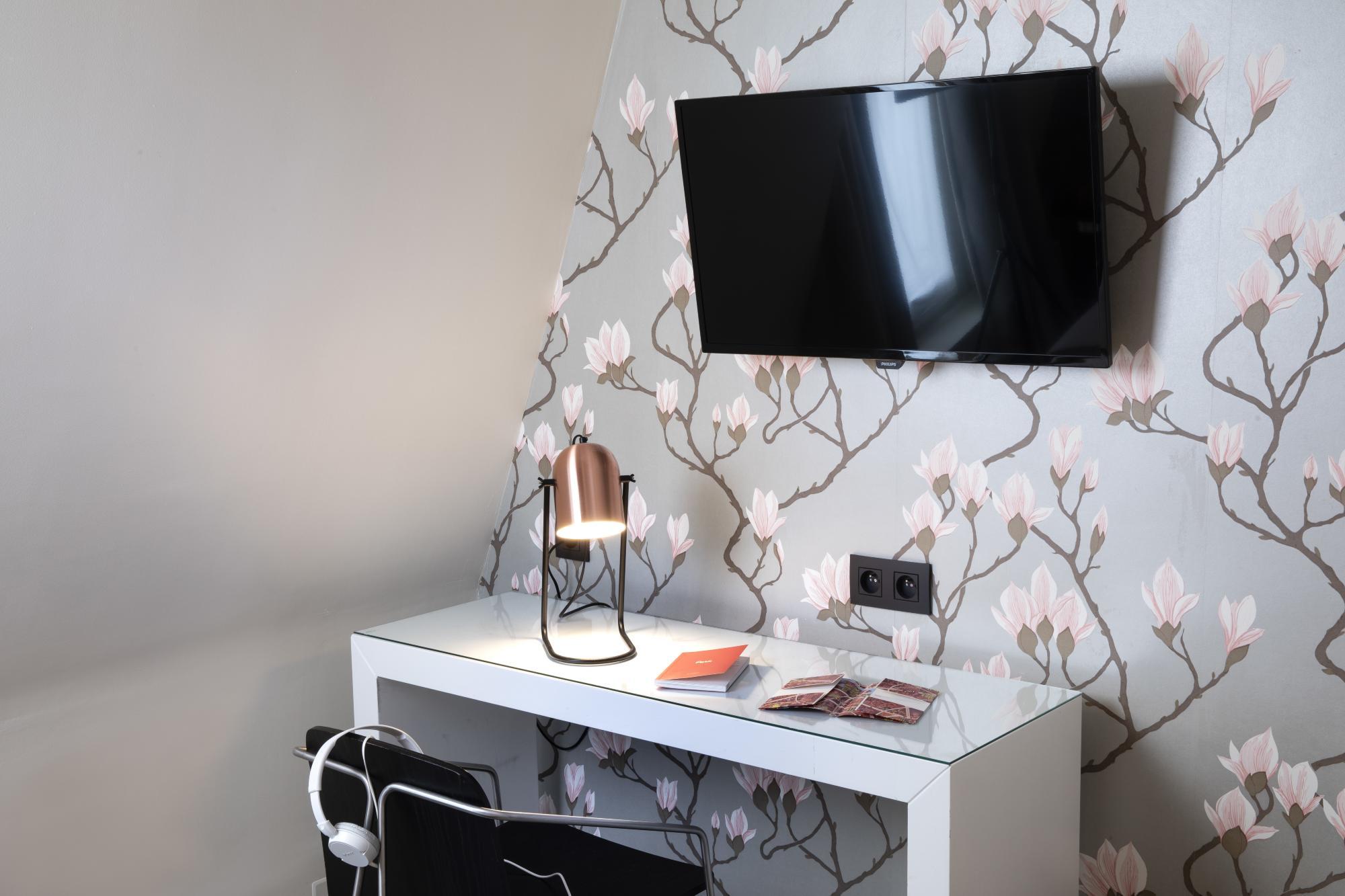 Hotel Brady Classic Room Desk