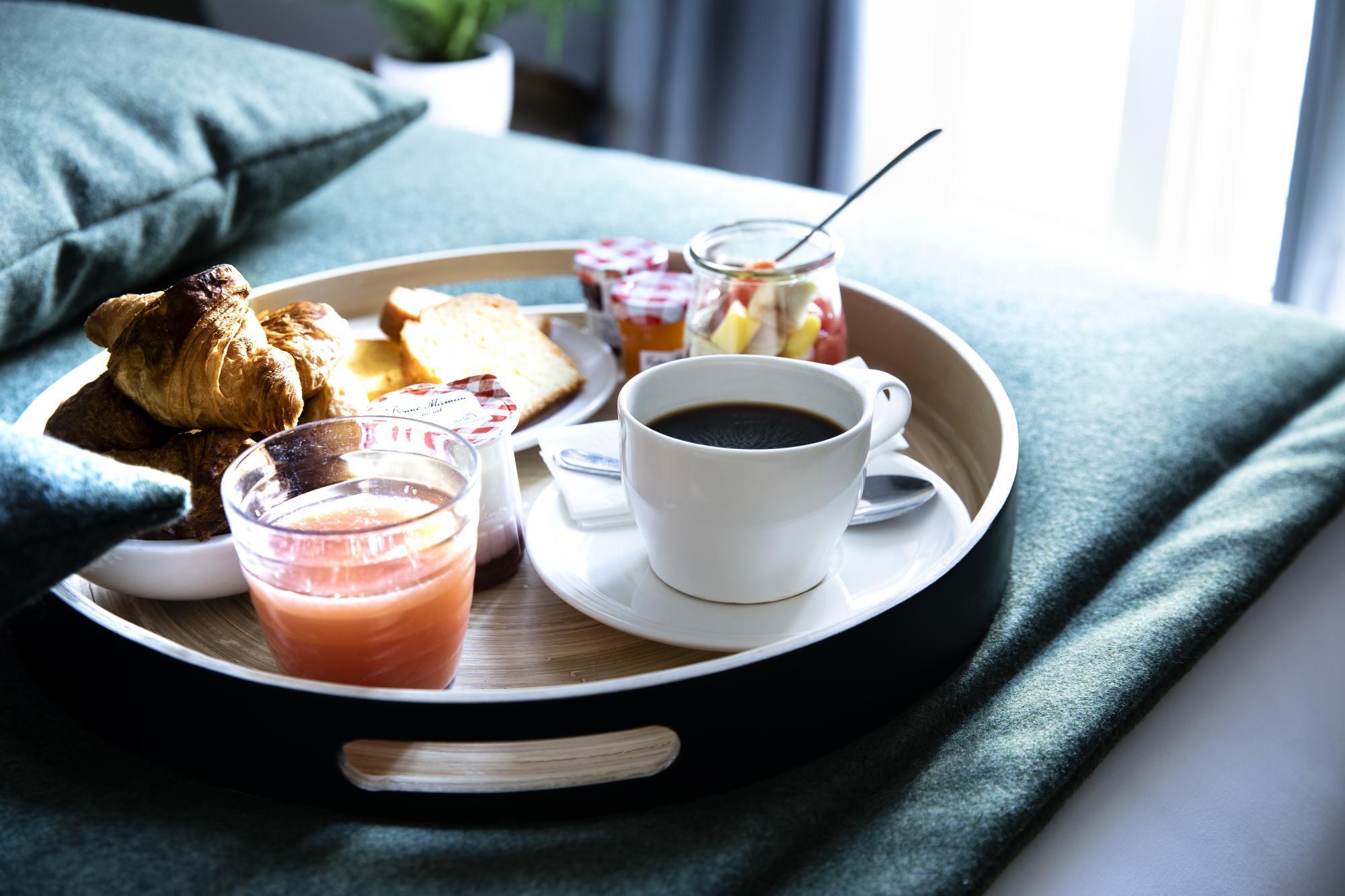 Hotel Brady Breakfast Service