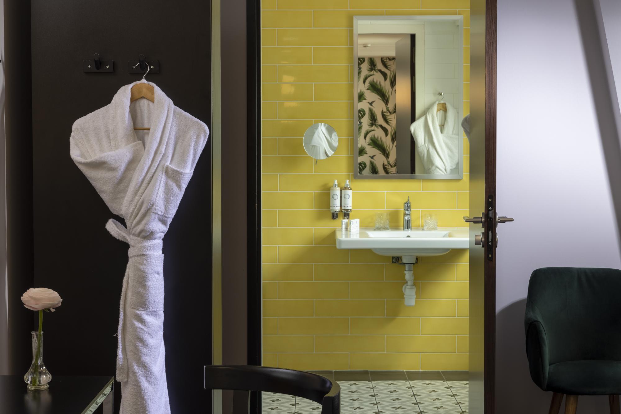 Hotel Les Matins de Paris Junior Suite Bathroom