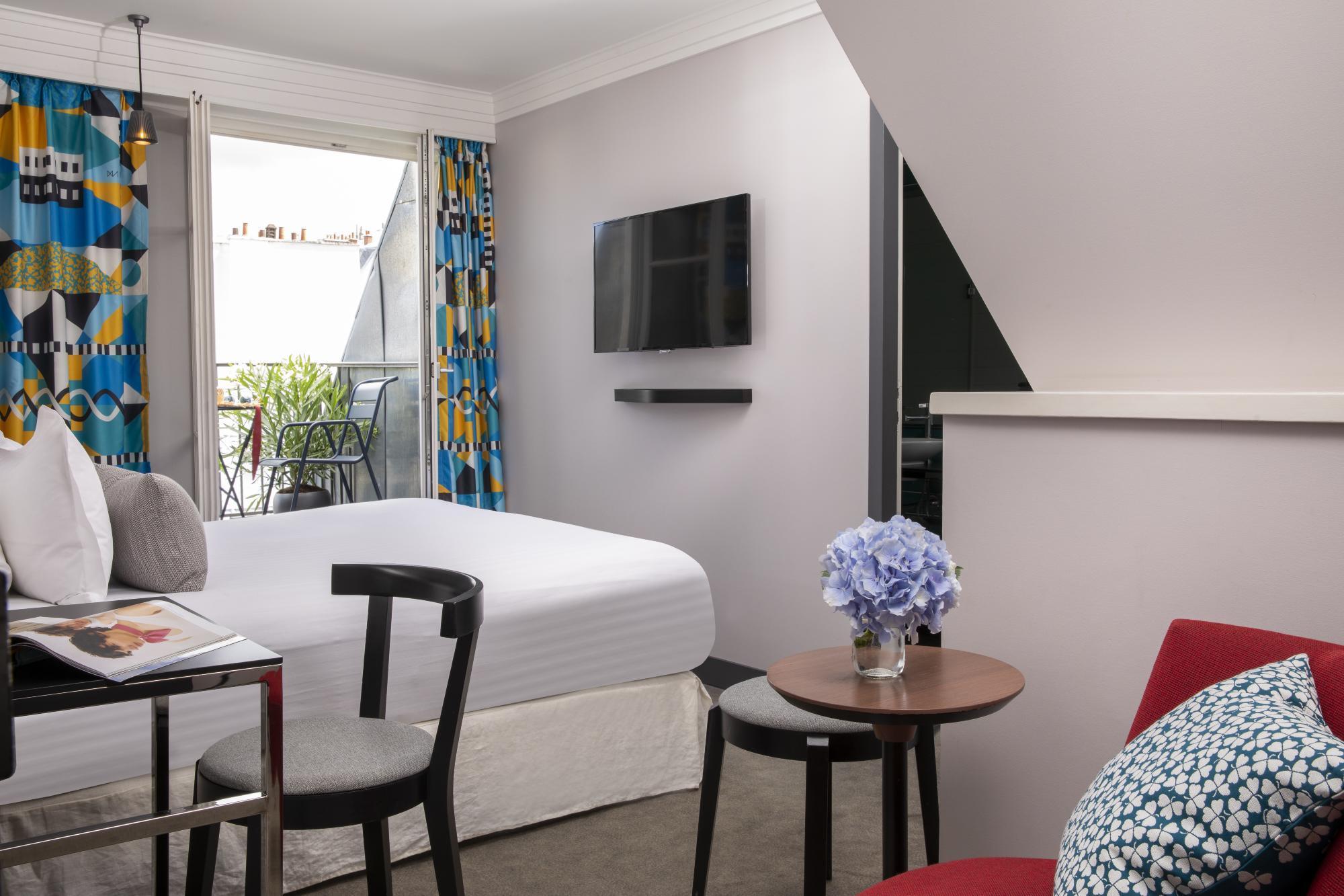 Hotel Les Matins de Paris Room Balcony