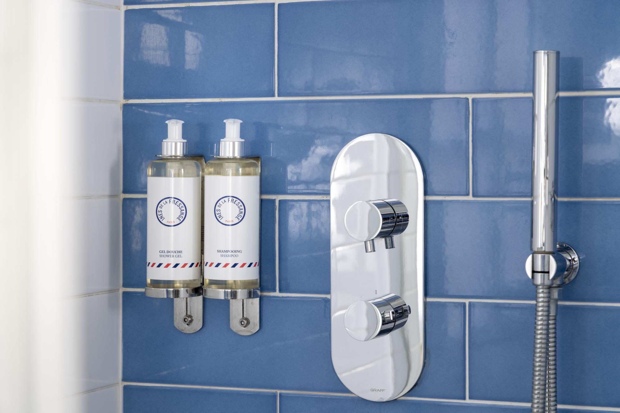 Hôtel les Matins de Paris Chambres Communicantes Salle de bain