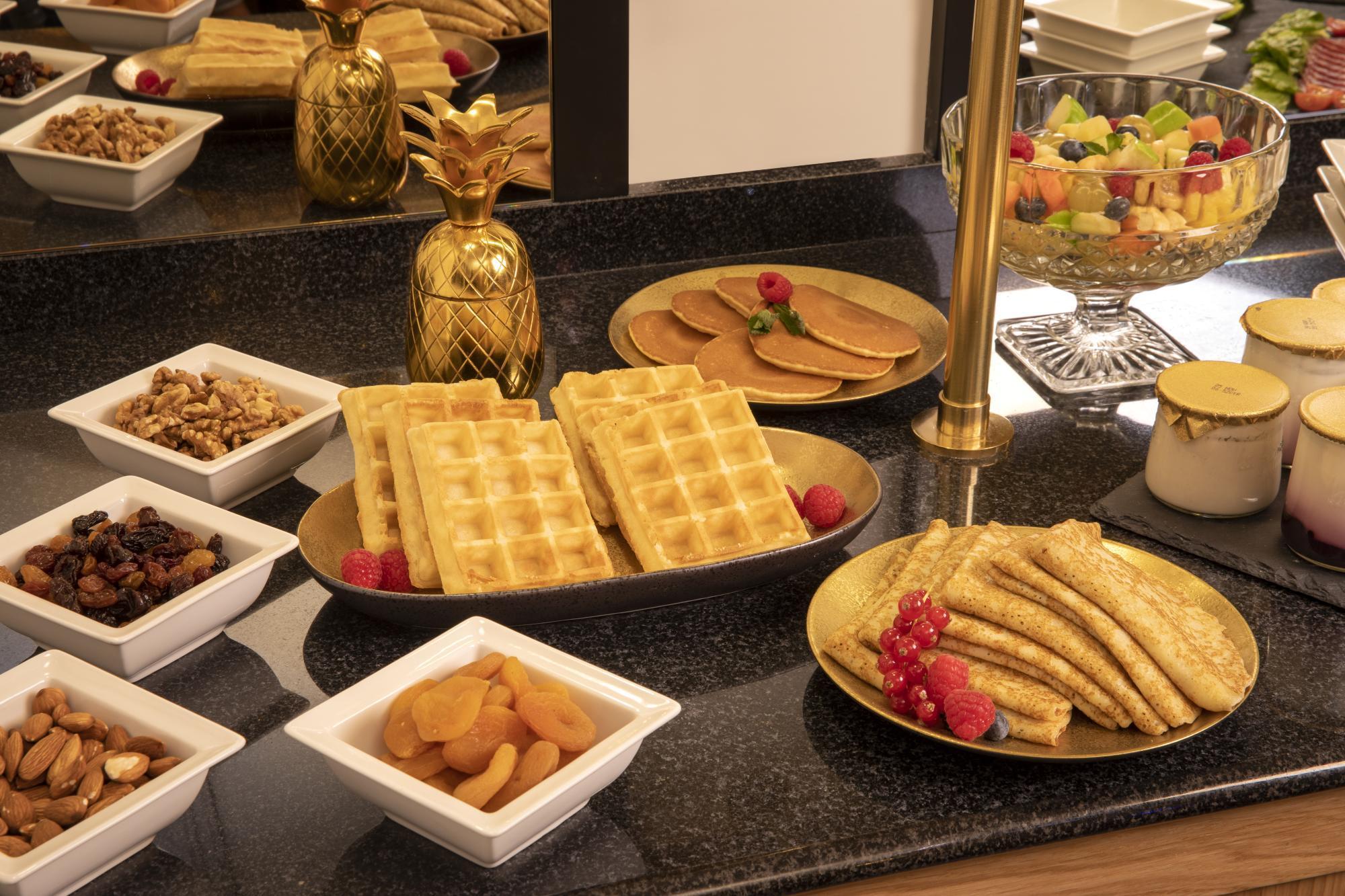 Grand Hotel Chicago buffet breakfast