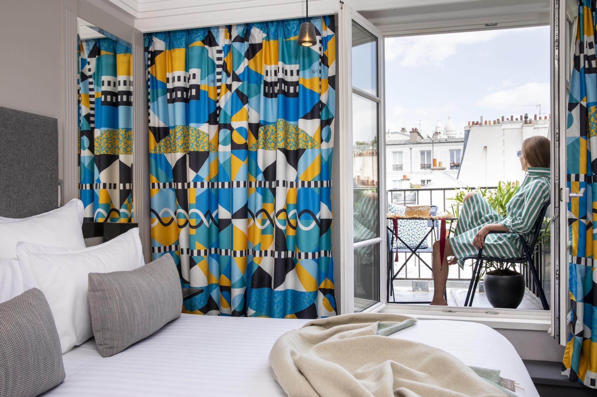 Hotel les Matins de Paris Deluxe Room Balcony