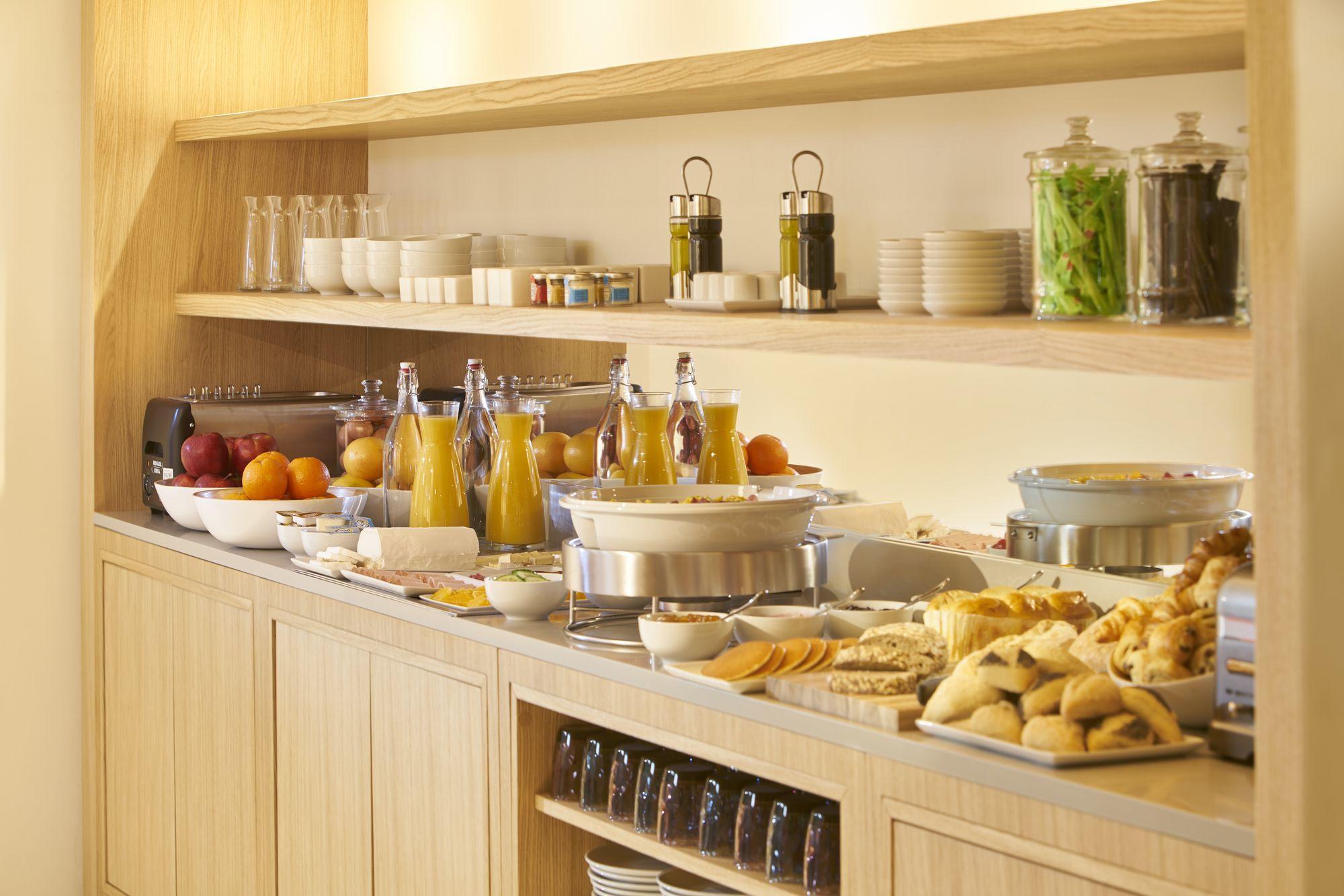 Breakfast buffet service 9 Hotel Brussels Sablon
